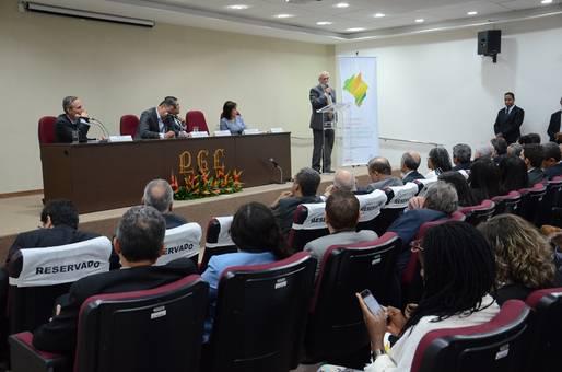 Governador discute com Banco Mundial avan�os e desafios do pa�s