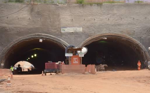 Concluída perfuração de túnel sob a Paralela
